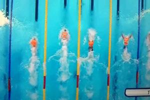 nageurs compétition avec gilets de sauvetage, capture vidéo photoshop.